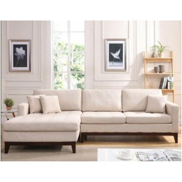 كنبة زاوية ميزتها الرئيسية هي المقعد الطرفي الممتد ، والذي يمكننا وضعه على الجانب الأيسر أو الأيمن ، على أساس تصميم غرفة المعيشة